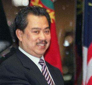 http://goblog101.files.wordpress.com/2008/07/muhyiddin-yasin2.jpg